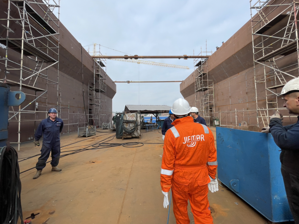 Canopée cargo vessel construction